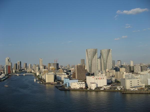 房間面對隅田川的河景