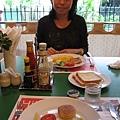 隔天早餐,沒想到飯店遜,早餐倒是種類多也好吃,不過睡不到4小時我真的快快累死了= =!!