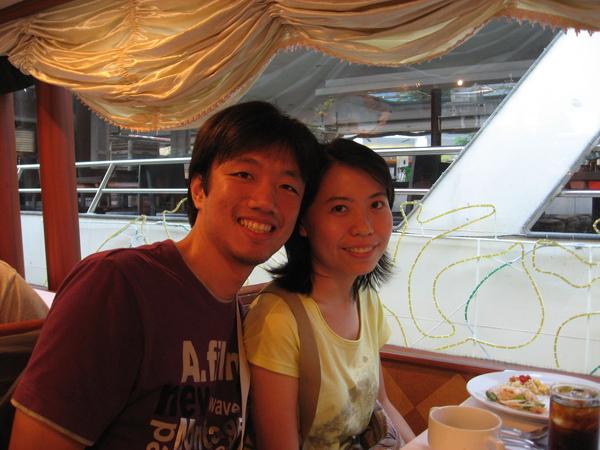 夜遊湄南河,船上自助晚餐