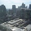 窗戶往左邊望去是central world百貨跟zen百貨,還有洲際飯店
