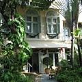 從花園看author's lounge,這是吃英式下午茶的地方,不過今天被日本人辦婚禮包場了