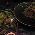 炒蔬菜跟炸魚餅