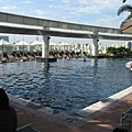 吃完早餐,來泳池悠閒的發呆,天氣真好約30度,不像台北這麼冷