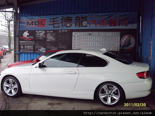 2007 BMW E92 335i Coupe white 1.jpg
