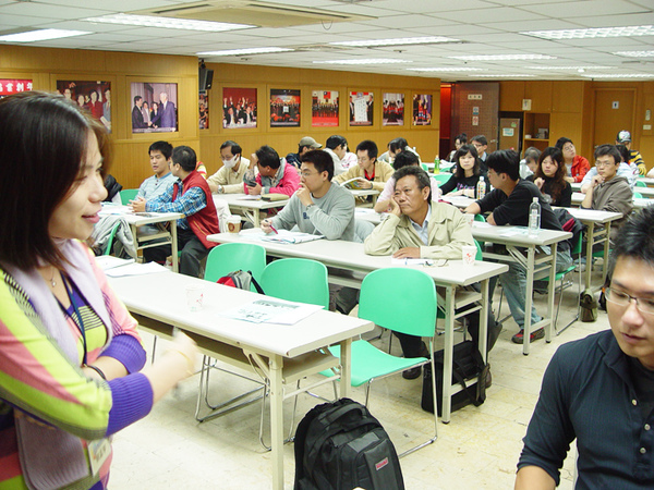 青創聯合同學會2009-11-28-你的創業點子行不行01.jpg