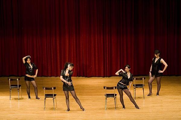 Crazy:艷舞團演出