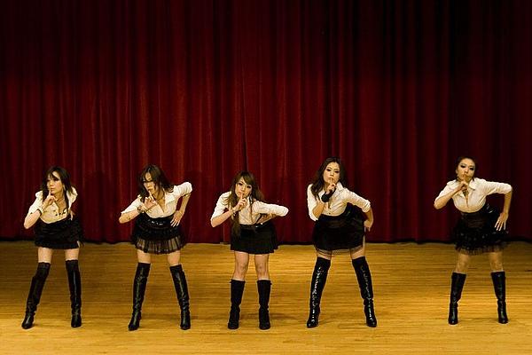 安室小女警:弦歌週日艷舞班