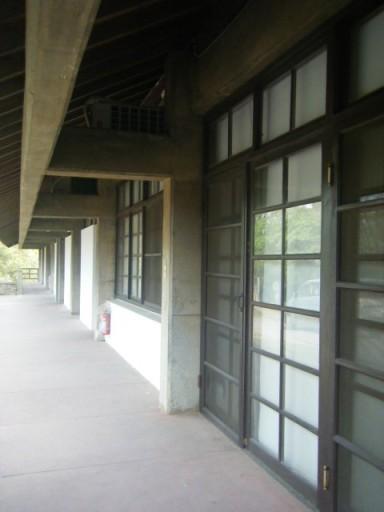 第二天*東海大學-漂亮的學生事務處(吧?)