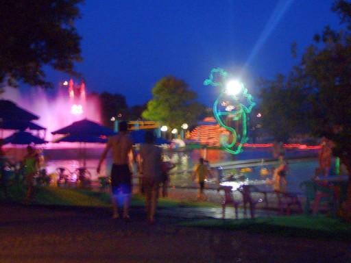 晚上的童玩親水公園.