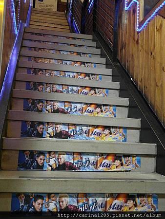 逼變樓梯.jpg