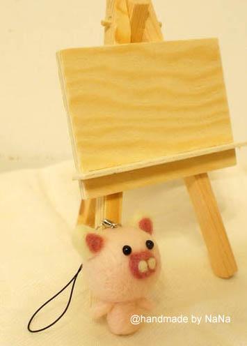 NR004.jpg-羊毛氈‧小豬吊飾