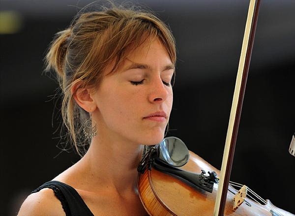 六月提琴表演