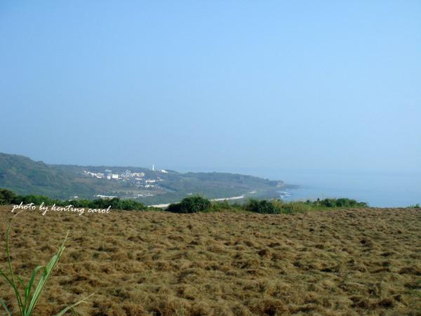 往埔頂的路上 遠眺可以看見鵝鸞鼻燈塔.jpg