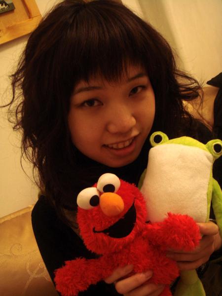 妹妹和玩偶.jpg