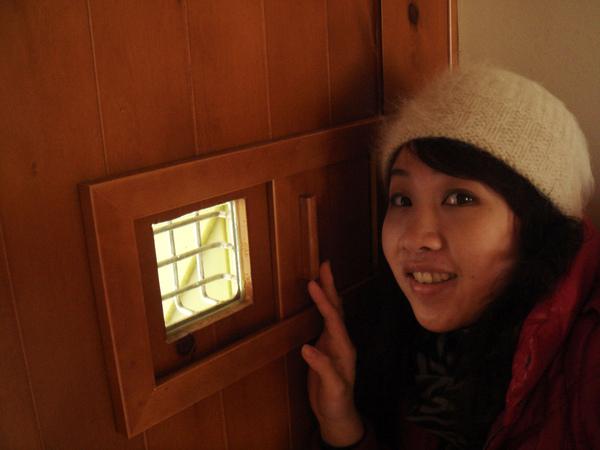 哈~是門上觀景小窗可看誰來訪.JPG