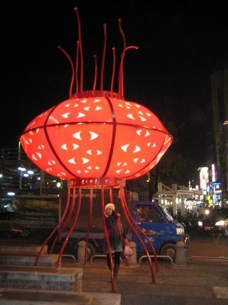 羅東夜市旁的藝術品.JPG