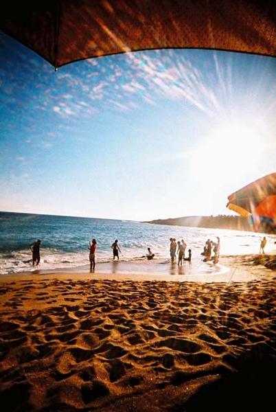 太陽爆大的夏都海灘