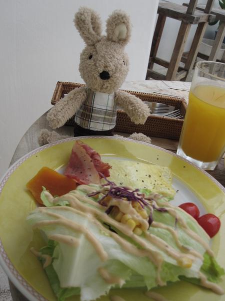 哇。。這豐盛的早餐是我的嗎.jpg