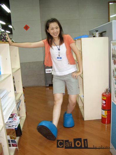 我穿技安的鞋子.jpg