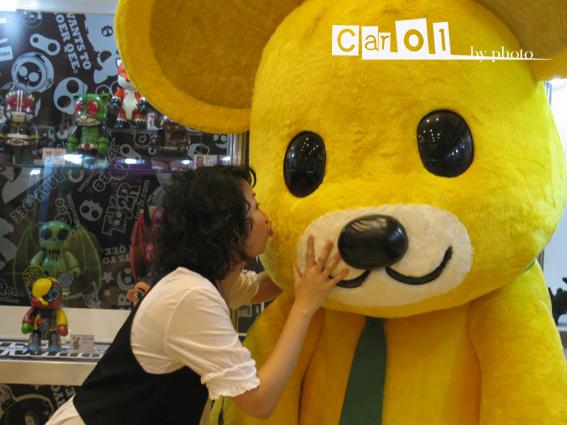 偷親momo熊.jpg
