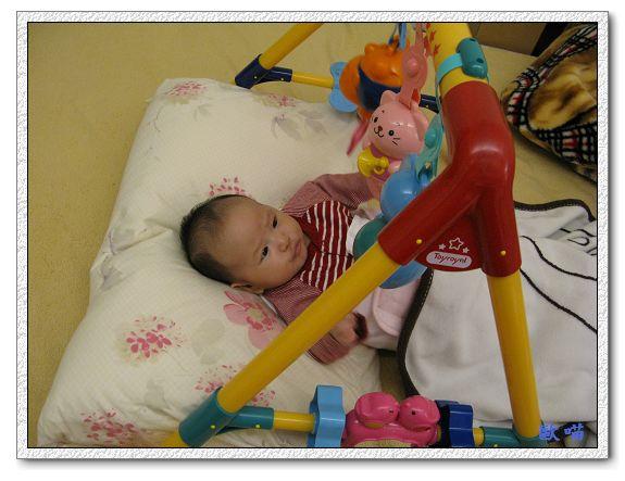 小妞第65天-23玩玩具.jpg