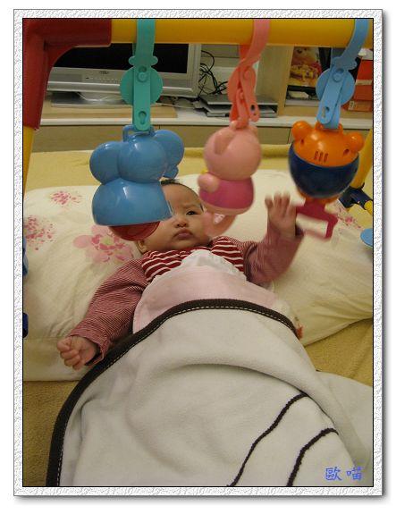 小妞第65天-25玩玩具.jpg