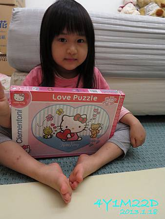 4Y01M22D-Clementoni-愛心Kitty-01.jpg