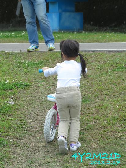 4Y02M21D-河濱公園騎滑滑車-01.jpg