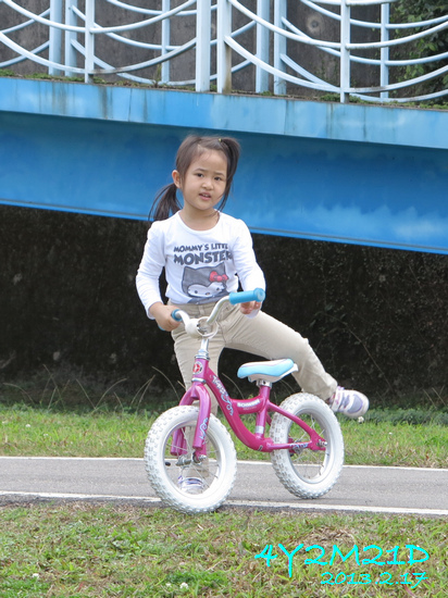 4Y02M21D-河濱公園騎滑滑車-02.jpg
