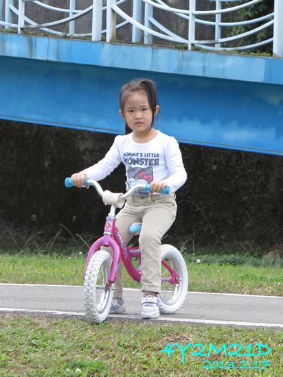 4Y02M21D-河濱公園騎滑滑車-03.jpg