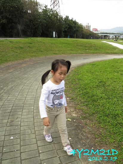 4Y02M21D-河濱公園騎滑滑車-05.jpg
