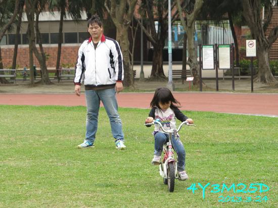4Y03M25D-練習騎車01.jpg