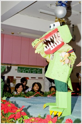 鱷魚吃猴子.JPG