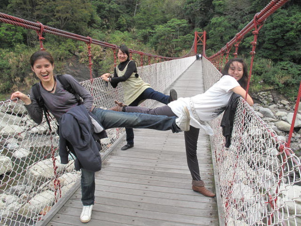 吊橋-比腳長