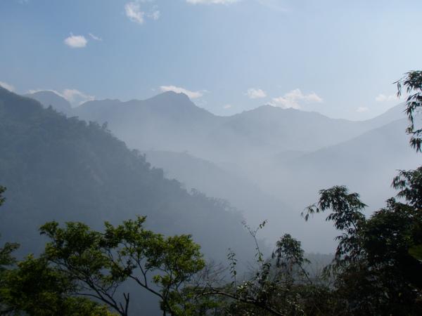 前往竹山天梯沿途美景