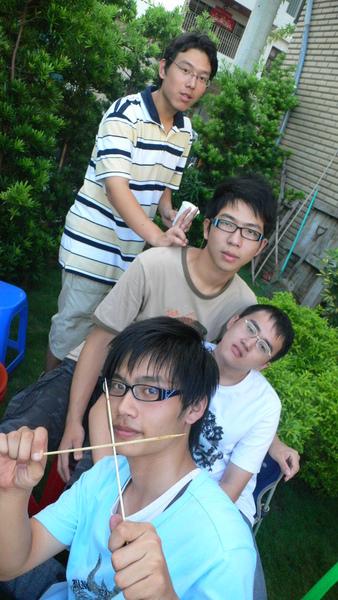 小昱、QQ、菜虫、小單