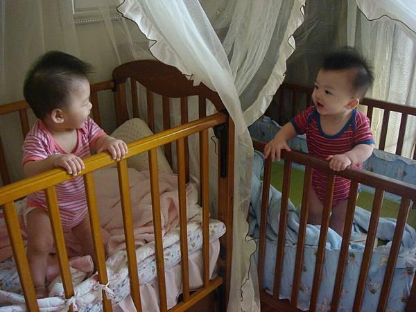 新玩具-嬰兒床-1