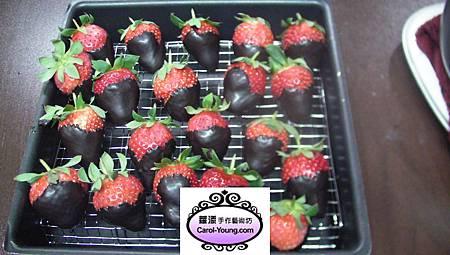 草莓&苦甜黑巧克力慕斯