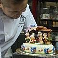 團隊學生陳瑋婷-2013蛋糕協會3月gateaux盃蛋糕技藝競賽-職業組杏仁膏裝飾比賽佳作作品