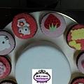 蛋糕裝飾實作課6吋kitty巧克力戚風蛋糕加巧克力豆杯子蛋糕裝飾-201305