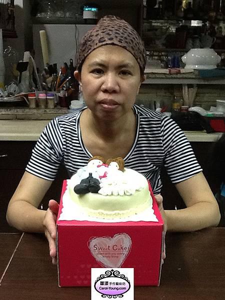 培訓學生黃慧卿-烘焙課程-人型裝飾(布朗尼磅蛋糕)-201305