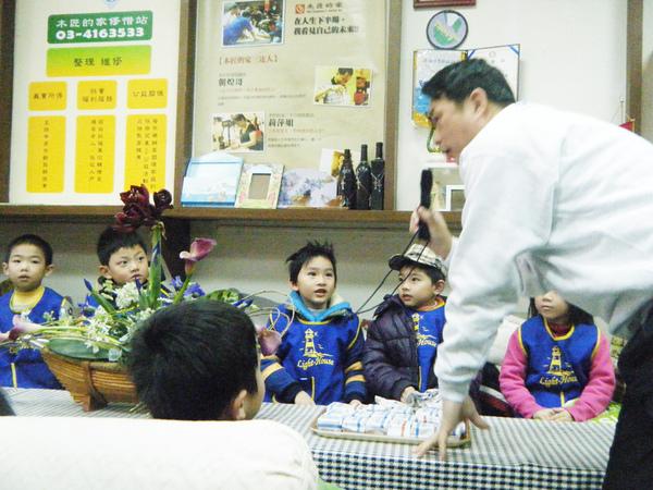 魯市長與小朋友互動