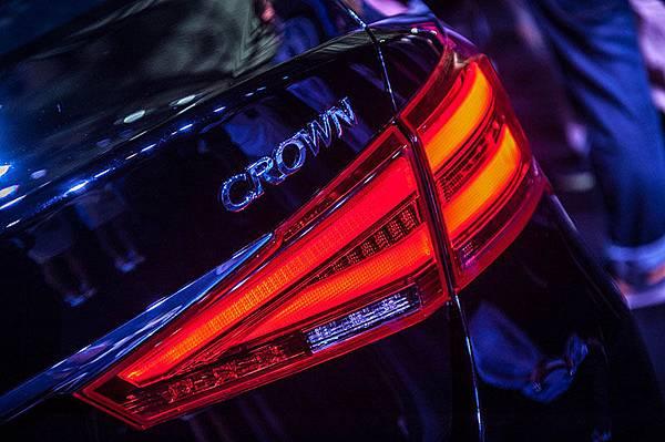 汽車車燈、燈飾百百種,這麼多車燈燈號各代表什麼作用呢?.jpg