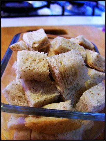 南瓜湯的烤麵包塊.jpg