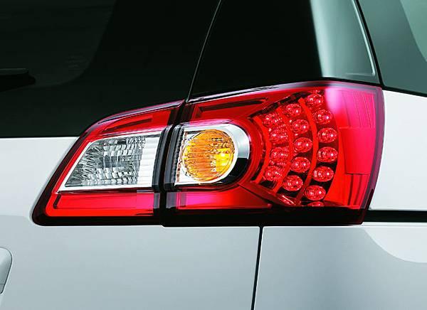 德裔橫置式高辨識度LED尾燈.jpg
