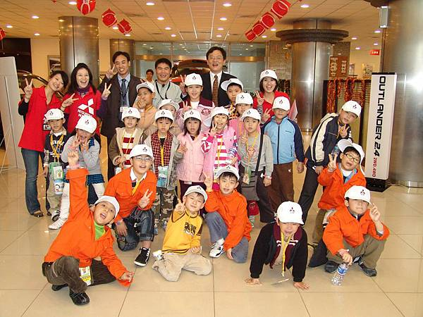 BabyBoss22位小朋友參加MITSUBISHI冬令營,親自體驗一日業代與一日技師,學到很多技能收穫多多.JPG