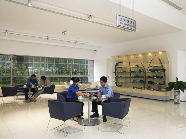 SUBARU Center 一樓客戶休息區.jpg