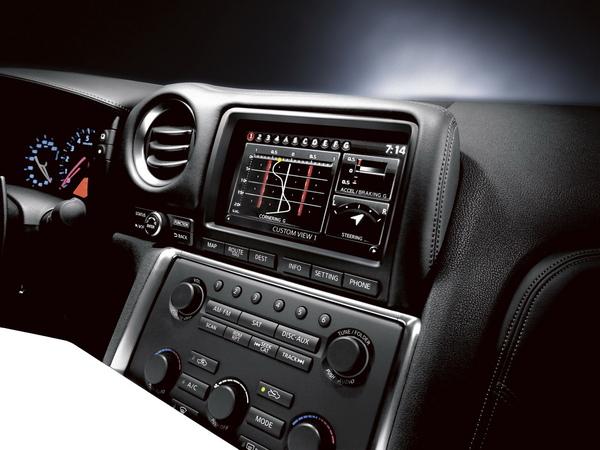 MFM多功能資訊顯示介面 讓車主駕馭GT-R更加容易.jpg