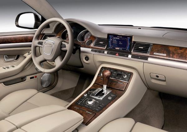 Audi A8 W12_內裝.jpg