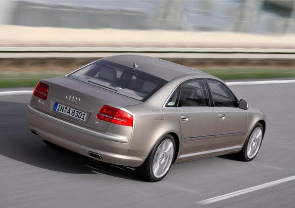 Audi A8 W12_車尾.jpg